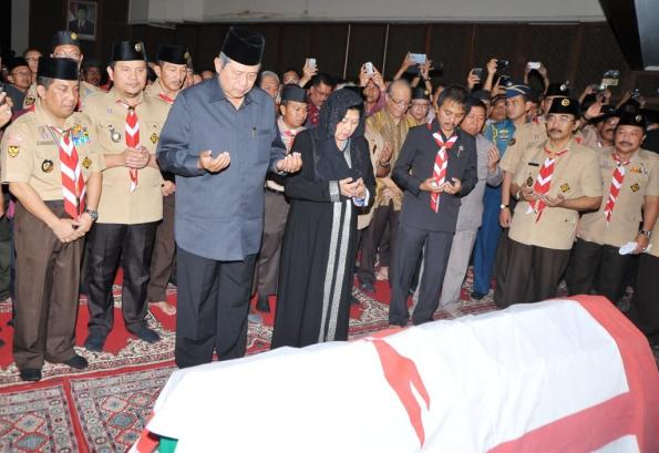 SBY melayat makam kak Azrul